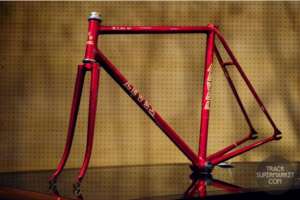 Level - Red - 52 CM - NJS Track Frame