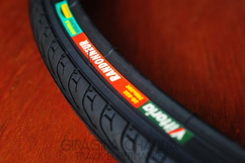 Vittoria Randonneur 700c/25c Clincher Tire - Black